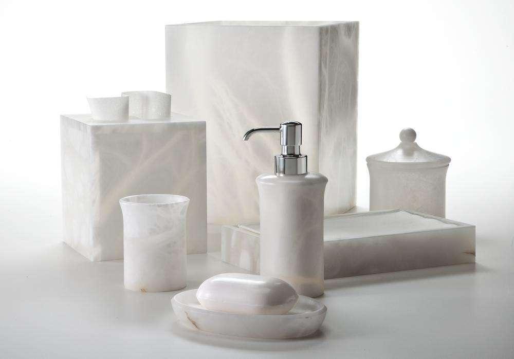 Ngày nay, phụ kiện phòng tắm bằng inox luôn được khách hàng tin tưởng và lựa chọn cho không gian phòng tắm của mình bởi độ bền và độ sang trọng mà nó đem lại hơn nữa giá thành cũng rất hợp lí.